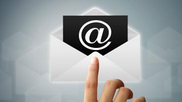 El correo electrónico (email) debe ser resguardado del acceso de terceros.