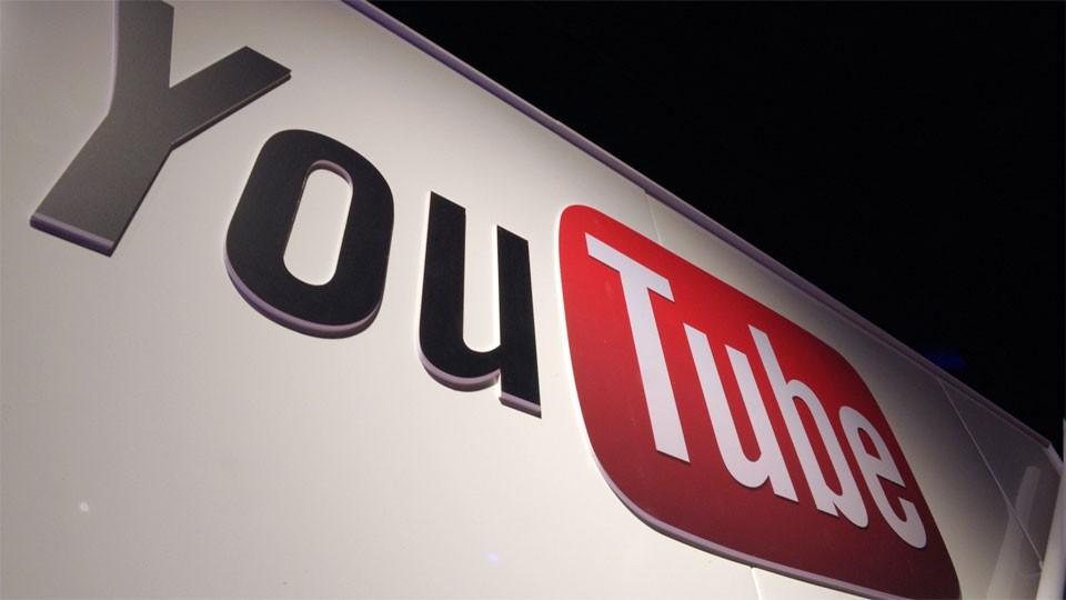 Cartel con el logotipo de YouTube