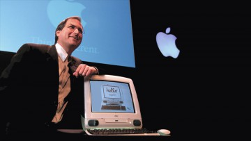 Steve Jobs presenta a la iMac.