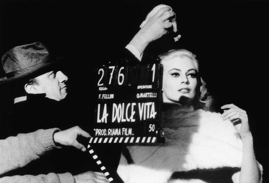 Fellini ultima detalles antes de una toma en la segunda secuencia nocturna.