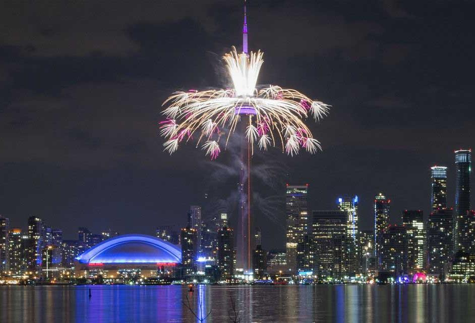 Vista del Downtown desde las islas de Toronto durante la apertura.