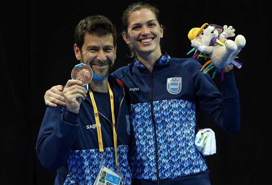Ricardo Bustamante y María Belén Pérez Maurice, medallas de bronce de esgrima.