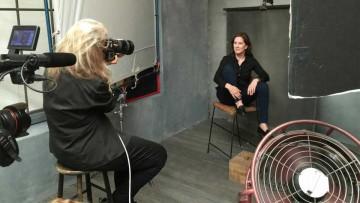 Calendario Pirelli 2016: Annie Leibovitz y Kathleen Kennedy durante una sesión de fotos.