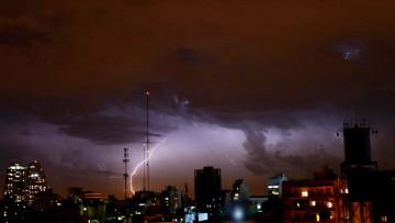 Tiempo, clima y RSE bajo la lupa: tormenta eléctrica en ciernes sobre la ciudad de Santa Fe.