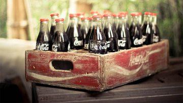 Foto vintage de un cajón vintage de botellas vintage de Coca-Cola.