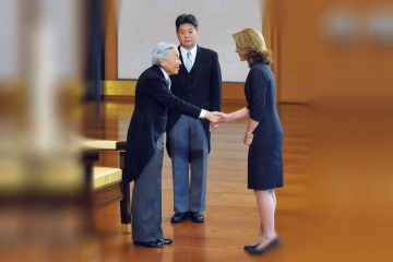 El emperador Akihito recibe a Caroline Kennedy.
