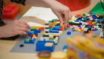 Lego: rearmarse o desaparecer no es opcional.