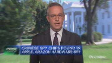 El vicepresidente de EE.UU. Mike Pence comenta públicamente en la cadena CNBC las acusaciones de espionaje contra el gobierno chino.