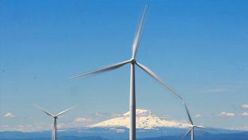 Turbinas de viento en una granja eólica de Oregon.