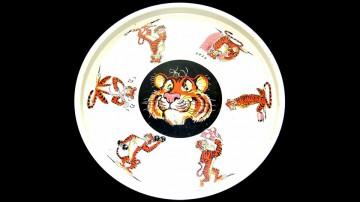 Bandeja con la ubicua imagen del tigre.