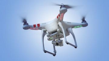 Los drones admiten equipamiento accesorio, como una cámara GoPro para la toma de imágenes aéreas.