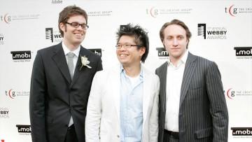 David-Michel Davies con Steve Chen y Chad Hurley, cofundadores de YouTube.
