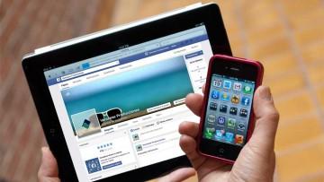 Medios tradicionales y nuevos medios en asociación virtuosa: tableta y celular.
