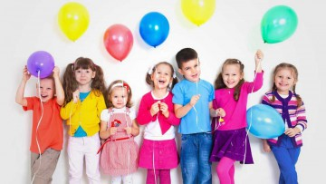 Día del Niño: globos y alegría.