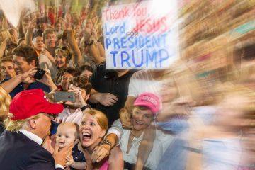 Donald Trump campeón del encantamiento de masas indignadas.