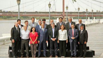Encuentro de asistentes destacados a la cumbre en la Costanera de la ciudad de Santa Fe.