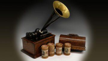 Música para tus oídos: el fonógrafo de Edison en una de sus variantes.