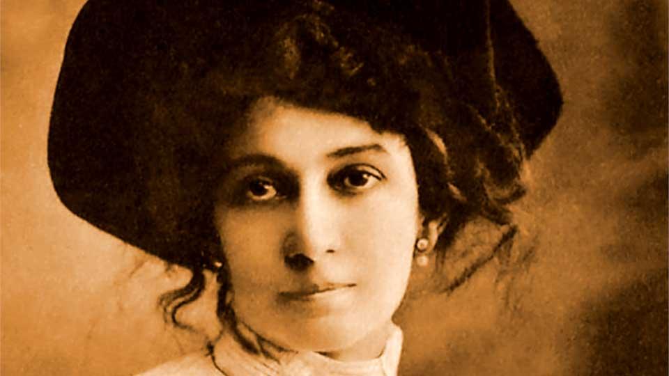 La irredimible y fascinante Lola Mora.