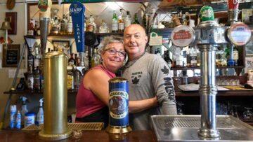 Tema del Viernes 23/0/2021: los propietarios del Rebel's Rock pub de Hamilton, Canadá.