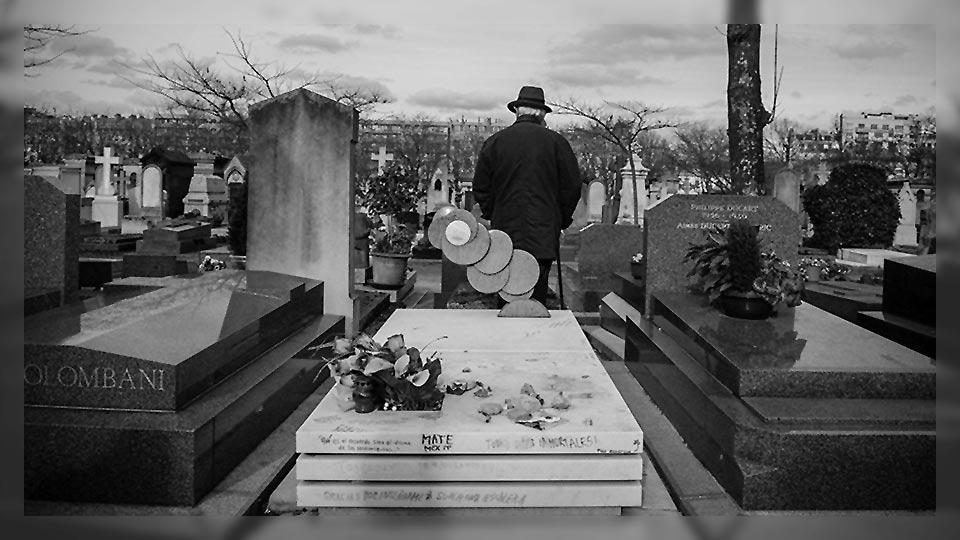 Tumba de Julio Cortázar, eterno inspirador, en París.