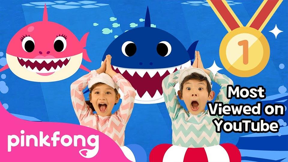 """Los chicos primero: Pinkfong y su """"Baby Shark Dance""""."""
